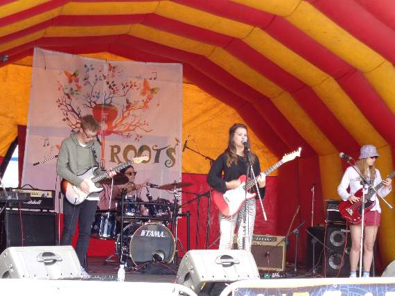 Music makes street roots festival go with a swing in Bridgend.